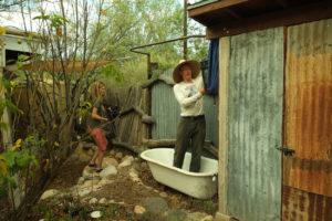 Brad Lancaster en su vivienda de Tucson