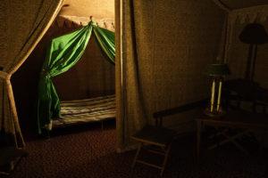 Estancias interiores de la tienda de campaña de Napoleón, con sala de reuniones y dormitorio con camastro)