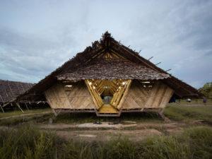 El uso de materiales biodegradables y locales, así como técnicas ancestrales, también es innovación, como demuestran estos dormitorios temporales en Tailandia