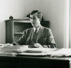 Freeman Dyson durante su juventud, donde pasó de la inteligencia británica a colaborar en el Proyecto Manhattan