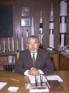 La experiencia balística del antiguo científico nazi Wernher von Braun sirvió como base tecnológica para el Programa Apolo y garantizó su éxito