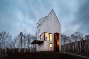 Cabaña en la garganta Rabbit Snare: cubiertas a dos aguas y estructura de madera