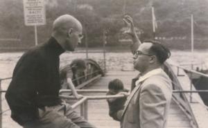 Alexander Grothendieck (izquierda) charla con el matemártico Michael Francis Atiyah (1958)