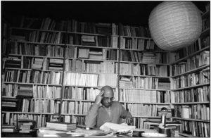El filósofo francés en su despacho, durante una entrevista con una revista japonesa celebrada en 1979