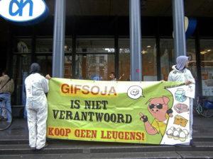 Protesta en Holanda contra el cultivo de soja transgénica (crédito: Karen Eliot, Flickr CC)