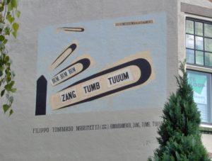 """Mural en Leiden (Holanda) que reproduce el poema visual de Marinetti """"Zang Tumb Tumb"""""""