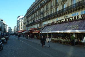 Alrededores de la Gare du Nord: cuando hace frío, la vida en los cafés se traslada al interior de los establecimientos