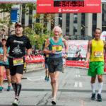 A sus 85 años, Ed Whitlock continúa ejercitándose a diario y completando maratones en menos de 4 horas (Imagen: Todd Fraser, Canada Running Series)