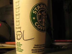 """Los cafés preparados """"estrella"""" de cadenas como Starbucks acumulan cantidades nocivas de azúcares (Imagen: Alex Leung, Flickr CC)"""