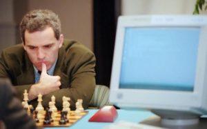 Garri Kaspárov será recordado como el primer Gran Maestro Internacional de ajedrez en ser derrotado por un algoritmo (Deep Blue)