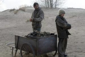 """Fotograma de la adaptación cinematográfica (2009) de la novela """"La carretera"""" (2006), escrita por Cormac McCarthy"""