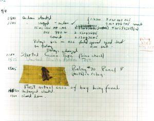 """El primer """"bug"""" informático era, en efecto, un bicho real que impedía el funcionamiento de una computadora analógica durante los años 40 (Mark II)"""