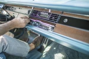 Entre los extras del Imperial Crown Coupe Mobile Director: teléfono y fax (mediados de los 60). Imagen: Jamie Kingham para The Wall Street Journal